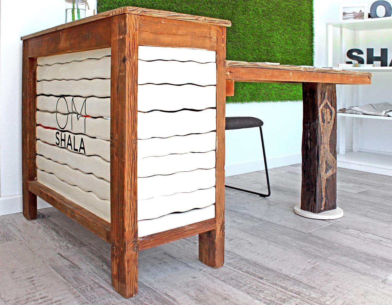 om-shala reception desk detail