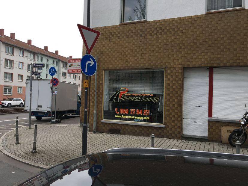Fahrschule Rico Scharpf's Fahrschullounge Frankfurt Bockenheim 2