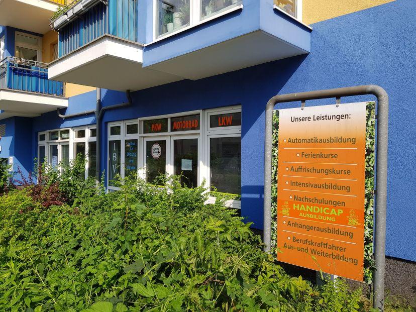 Fahrschule ...ab in die Hecke - Waldowallee Karlshorst 3