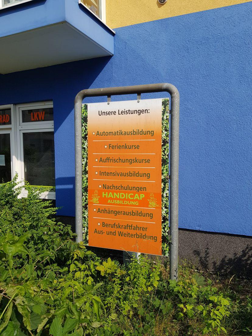 Fahrschule ...ab in die Hecke - Waldowallee Karlshorst 4