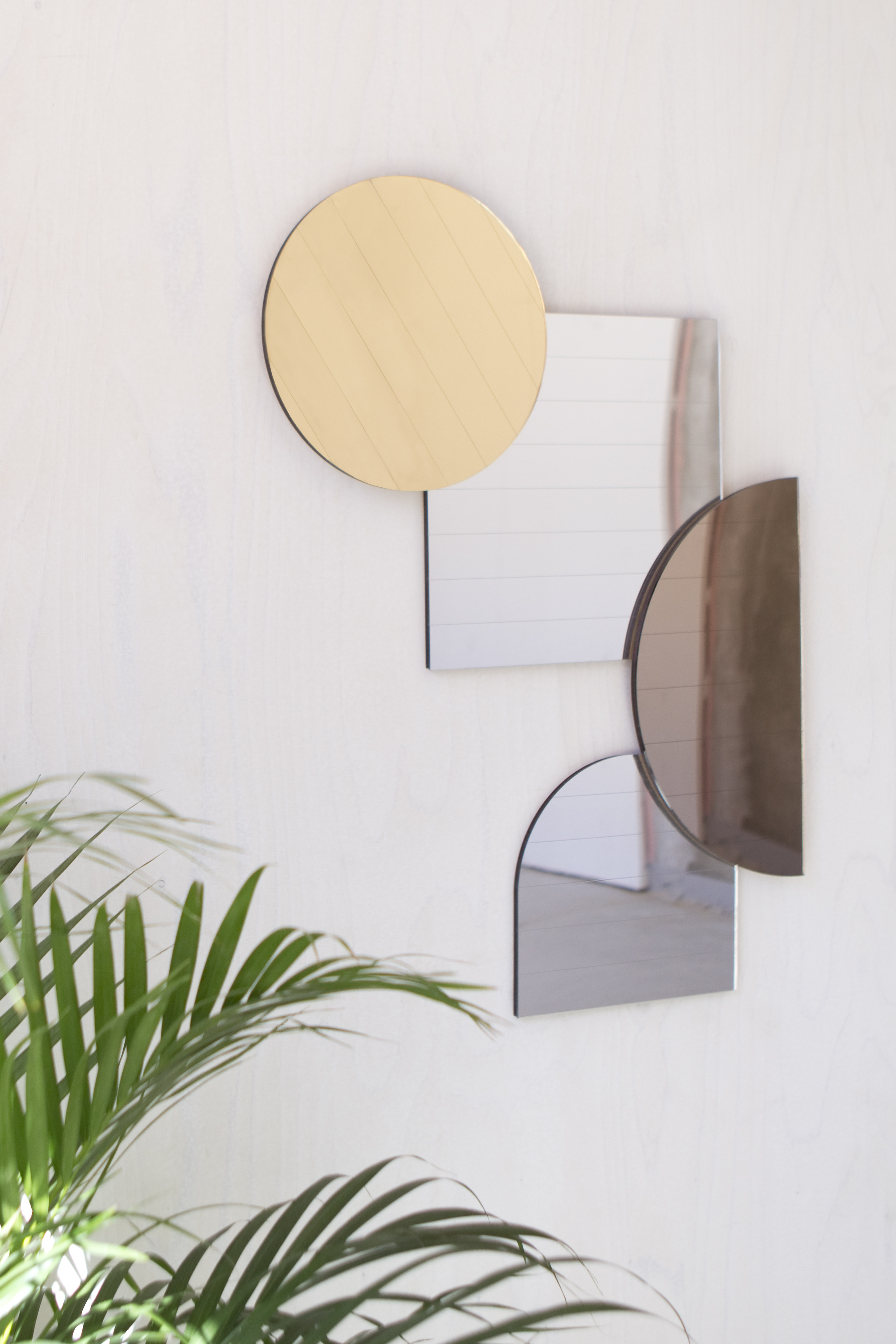 Layer Collection, individual mirrors that can be displayed in numerous positions with the possibility to overlap each other
