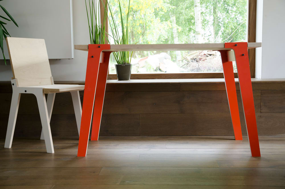 rform Switch Table Small - Foxy Orange with Switch Chair