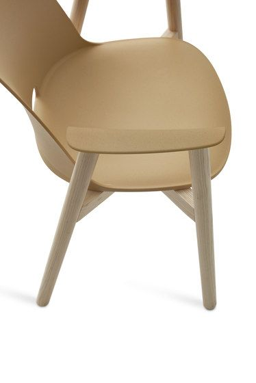 https://res.cloudinary.com/clippings/image/upload/t_big/dpr_auto,f_auto,w_auto/v1/product_bases/alfi-armchair-by-emeco-emeco-jasper-morrison-clippings-2724332.jpg