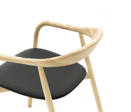https://res.cloudinary.com/clippings/image/upload/t_big/dpr_auto,f_auto,w_auto/v1/product_bases/autumn-chair-by-discipline-discipline-ichiro-iwasaki-clippings-2685742.jpg