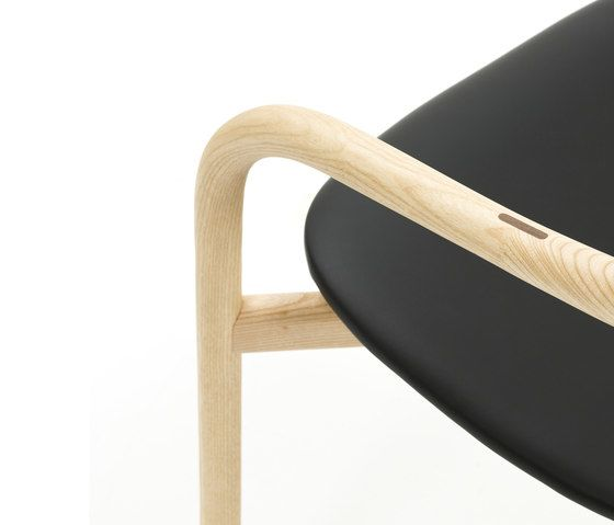 https://res.cloudinary.com/clippings/image/upload/t_big/dpr_auto,f_auto,w_auto/v1/product_bases/autumn-chair-by-discipline-discipline-ichiro-iwasaki-clippings-2685762.jpg