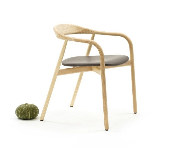 https://res.cloudinary.com/clippings/image/upload/t_big/dpr_auto,f_auto,w_auto/v1/product_bases/autumn-chair-by-discipline-discipline-ichiro-iwasaki-clippings-2685802.jpg