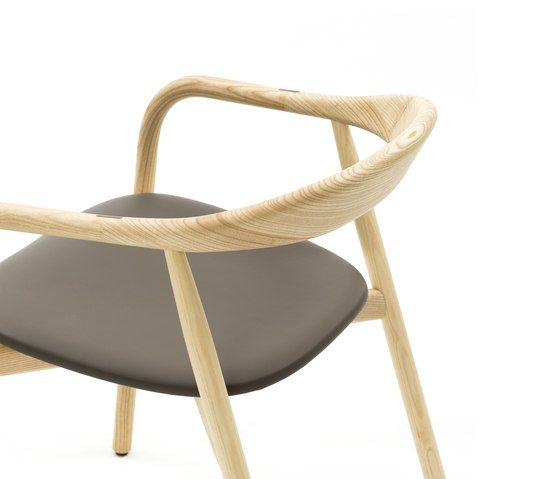 https://res.cloudinary.com/clippings/image/upload/t_big/dpr_auto,f_auto,w_auto/v1/product_bases/autumn-chair-by-discipline-discipline-ichiro-iwasaki-clippings-2685822.jpg