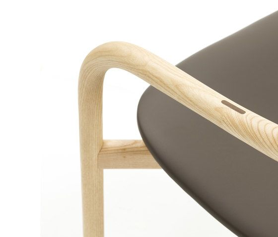 https://res.cloudinary.com/clippings/image/upload/t_big/dpr_auto,f_auto,w_auto/v1/product_bases/autumn-chair-by-discipline-discipline-ichiro-iwasaki-clippings-2685842.jpg