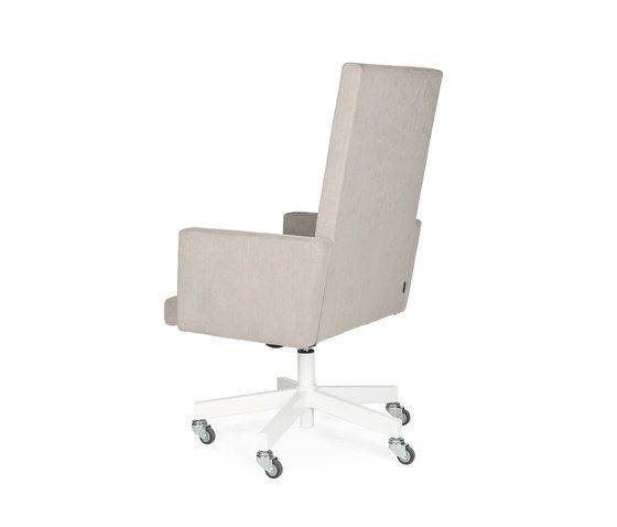 https://res.cloudinary.com/clippings/image/upload/t_big/dpr_auto,f_auto,w_auto/v1/product_bases/avl-presidential-chair-by-lensvelt-lensvelt-joep-van-lieshout-clippings-6846942.jpg