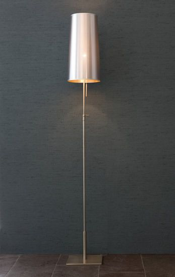 https://res.cloudinary.com/clippings/image/upload/t_big/dpr_auto,f_auto,w_auto/v1/product_bases/bach-floor-lamp-by-christine-kroncke-christine-kroncke-andreas-weber-clippings-2535362.jpg