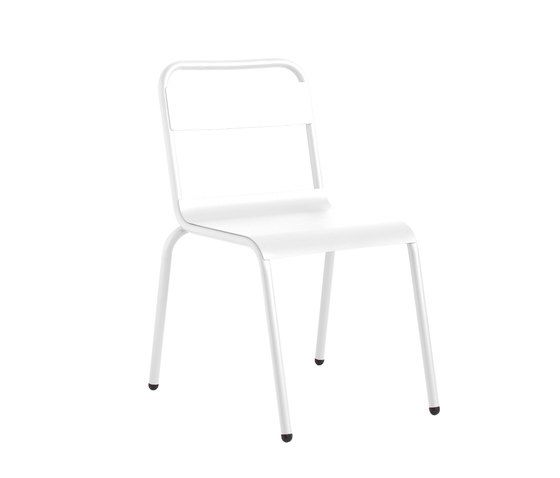 https://res.cloudinary.com/clippings/image/upload/t_big/dpr_auto,f_auto,w_auto/v1/product_bases/biarritz-chair-by-isi-mar-isi-mar-clippings-7002102.jpg