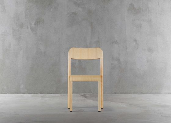https://res.cloudinary.com/clippings/image/upload/t_big/dpr_auto,f_auto,w_auto/v1/product_bases/blocco-chair-1475-20-by-plank-plank-naoto-fukasawa-clippings-8321132.jpg
