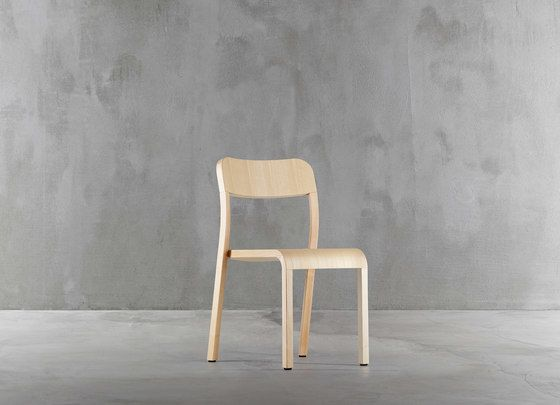 https://res.cloudinary.com/clippings/image/upload/t_big/dpr_auto,f_auto,w_auto/v1/product_bases/blocco-chair-1475-20-by-plank-plank-naoto-fukasawa-clippings-8321162.jpg