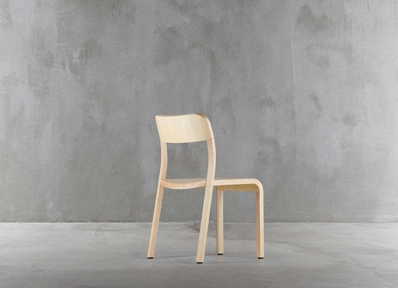 https://res.cloudinary.com/clippings/image/upload/t_big/dpr_auto,f_auto,w_auto/v1/product_bases/blocco-chair-1475-20-by-plank-plank-naoto-fukasawa-clippings-8321202.jpg