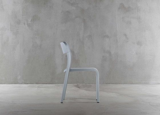 https://res.cloudinary.com/clippings/image/upload/t_big/dpr_auto,f_auto,w_auto/v1/product_bases/blocco-chair-1475-20-by-plank-plank-naoto-fukasawa-clippings-8321292.jpg