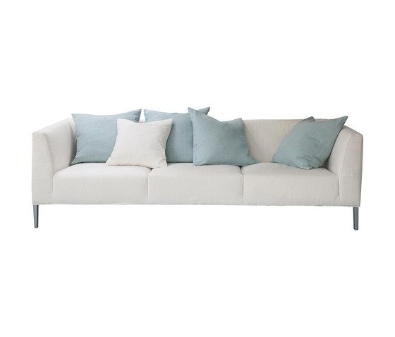 https://res.cloudinary.com/clippings/image/upload/t_big/dpr_auto,f_auto,w_auto/v1/product_bases/brooklyn-sofa-by-designers-guild-designers-guild-clippings-3516482.jpg