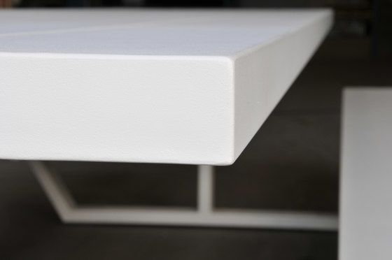 https://res.cloudinary.com/clippings/image/upload/t_big/dpr_auto,f_auto,w_auto/v1/product_bases/cassecroute-table-aluminium-by-cassecroute-cassecroute-ronald-mattele-wim-segers-clippings-7515362.jpg