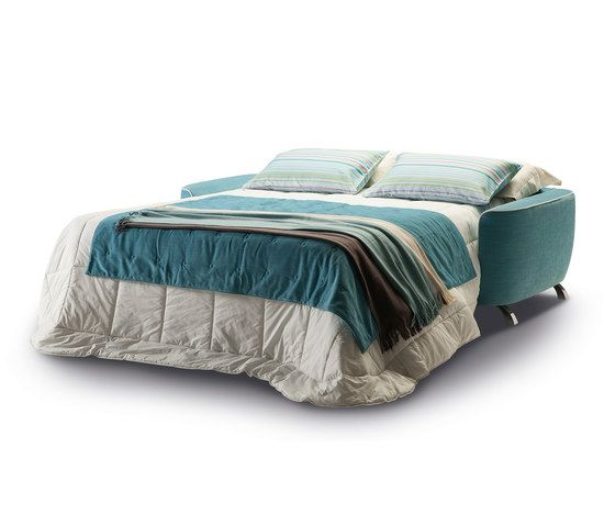 https://res.cloudinary.com/clippings/image/upload/t_big/dpr_auto,f_auto,w_auto/v1/product_bases/charles-by-milano-bedding-milano-bedding-roberto-de-lorenzo-clippings-6436262.jpg