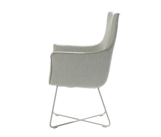 https://res.cloudinary.com/clippings/image/upload/t_big/dpr_auto,f_auto,w_auto/v1/product_bases/chief-dining-chair-by-label-label-gerard-van-den-berg-clippings-3689982.jpg