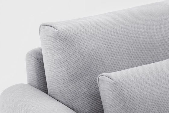 https://res.cloudinary.com/clippings/image/upload/t_big/dpr_auto,f_auto,w_auto/v1/product_bases/classic-sofa-by-comforty-comforty-krystian-kowalski-clippings-4705072.jpg