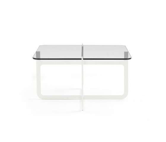 https://res.cloudinary.com/clippings/image/upload/t_big/dpr_auto,f_auto,w_auto/v1/product_bases/clip-side-table-low-by-discipline-discipline-nendo-clippings-3416862.jpg