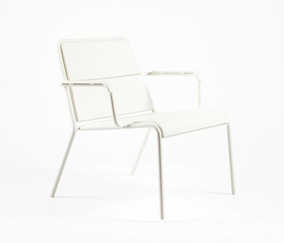 https://res.cloudinary.com/clippings/image/upload/t_big/dpr_auto,f_auto,w_auto/v1/product_bases/cp9100-low-armchair-by-maiori-design-maiori-design-christophe-pillet-clippings-7782122.jpg