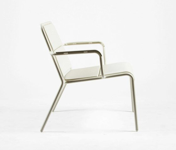 https://res.cloudinary.com/clippings/image/upload/t_big/dpr_auto,f_auto,w_auto/v1/product_bases/cp9100-low-armchair-by-maiori-design-maiori-design-christophe-pillet-clippings-7782252.jpg