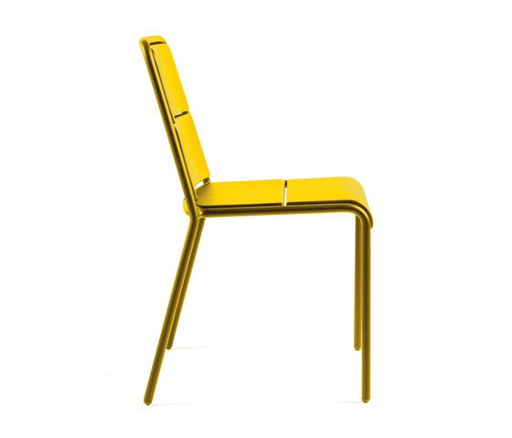 https://res.cloudinary.com/clippings/image/upload/t_big/dpr_auto,f_auto,w_auto/v1/product_bases/cp9102-armchair-by-maiori-design-maiori-design-christophe-pillet-clippings-6396842.jpg