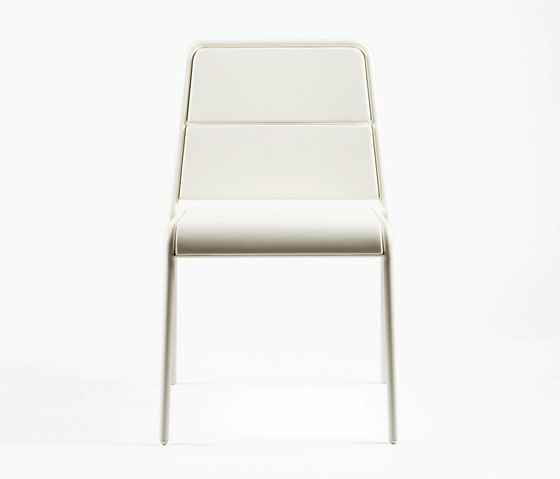 https://res.cloudinary.com/clippings/image/upload/t_big/dpr_auto,f_auto,w_auto/v1/product_bases/cp9102-armchair-by-maiori-design-maiori-design-christophe-pillet-clippings-6397562.jpg