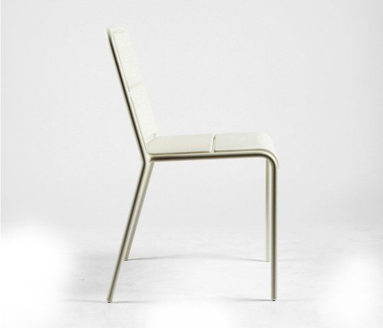 https://res.cloudinary.com/clippings/image/upload/t_big/dpr_auto,f_auto,w_auto/v1/product_bases/cp9102-armchair-by-maiori-design-maiori-design-christophe-pillet-clippings-6397652.jpg