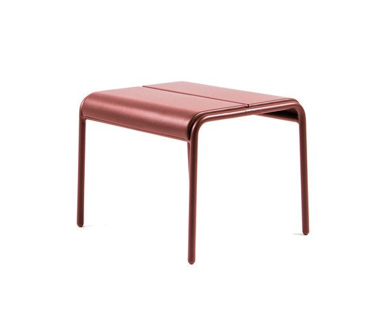 https://res.cloudinary.com/clippings/image/upload/t_big/dpr_auto,f_auto,w_auto/v1/product_bases/cp9103-ottoman-by-maiori-design-maiori-design-christophe-pillet-clippings-4423062.jpg
