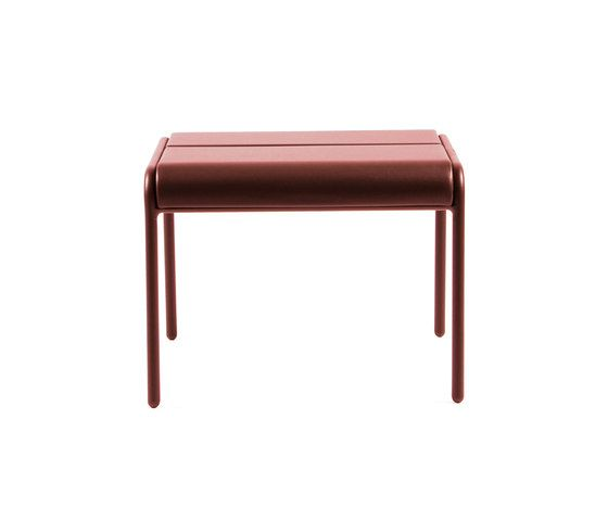 https://res.cloudinary.com/clippings/image/upload/t_big/dpr_auto,f_auto,w_auto/v1/product_bases/cp9103-ottoman-by-maiori-design-maiori-design-christophe-pillet-clippings-4423072.jpg