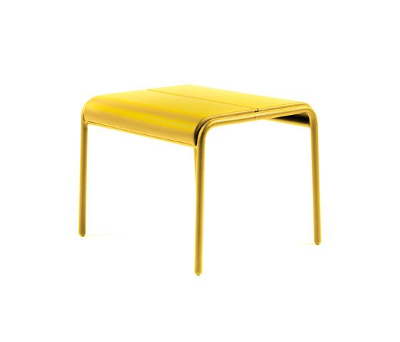 https://res.cloudinary.com/clippings/image/upload/t_big/dpr_auto,f_auto,w_auto/v1/product_bases/cp9103-ottoman-by-maiori-design-maiori-design-christophe-pillet-clippings-4423082.jpg