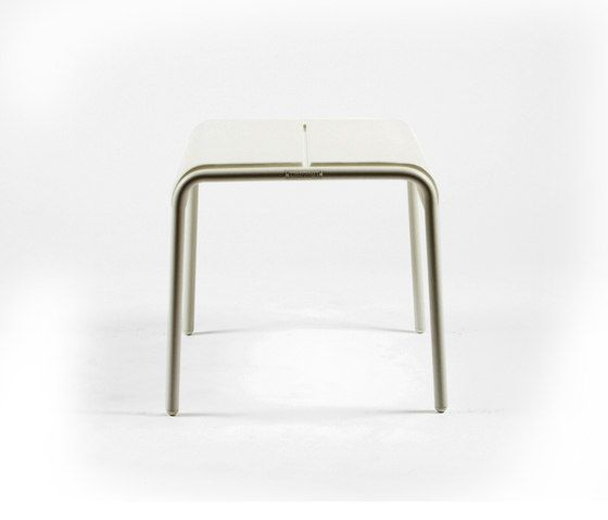 https://res.cloudinary.com/clippings/image/upload/t_big/dpr_auto,f_auto,w_auto/v1/product_bases/cp9103-ottoman-by-maiori-design-maiori-design-christophe-pillet-clippings-4423132.jpg