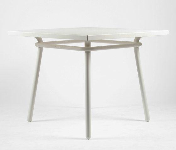 https://res.cloudinary.com/clippings/image/upload/t_big/dpr_auto,f_auto,w_auto/v1/product_bases/cp9110-square-table-by-maiori-design-maiori-design-christophe-pillet-clippings-3672512.jpg