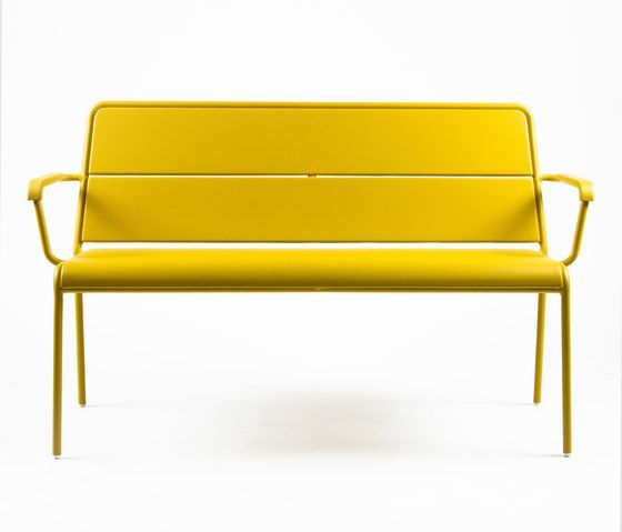 https://res.cloudinary.com/clippings/image/upload/t_big/dpr_auto,f_auto,w_auto/v1/product_bases/cp9111-bench-by-maiori-design-maiori-design-christophe-pillet-clippings-4258072.jpg
