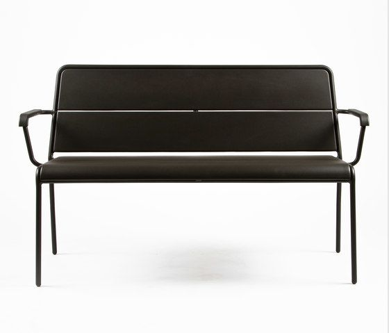 https://res.cloudinary.com/clippings/image/upload/t_big/dpr_auto,f_auto,w_auto/v1/product_bases/cp9111-bench-by-maiori-design-maiori-design-christophe-pillet-clippings-4258102.jpg