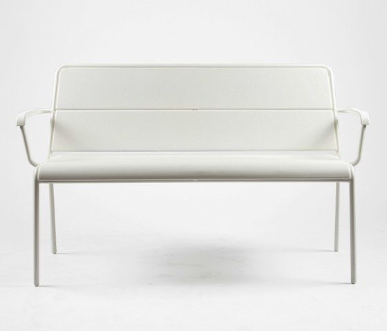 https://res.cloudinary.com/clippings/image/upload/t_big/dpr_auto,f_auto,w_auto/v1/product_bases/cp9111-bench-by-maiori-design-maiori-design-christophe-pillet-clippings-4258132.jpg