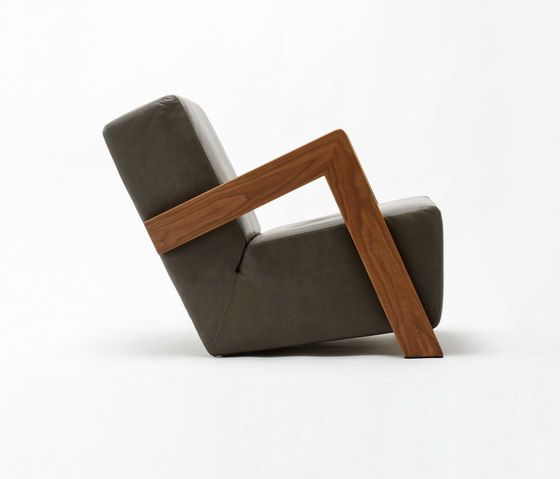 https://res.cloudinary.com/clippings/image/upload/t_big/dpr_auto,f_auto,w_auto/v1/product_bases/daddys-chair-by-de-vorm-de-vorm-annet-neugebauer-jeroen-ter-hoeven-clippings-2147392.jpg