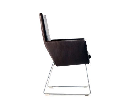 https://res.cloudinary.com/clippings/image/upload/t_big/dpr_auto,f_auto,w_auto/v1/product_bases/donna-dining-chair-by-label-label-gerard-van-den-berg-clippings-1856902.jpg