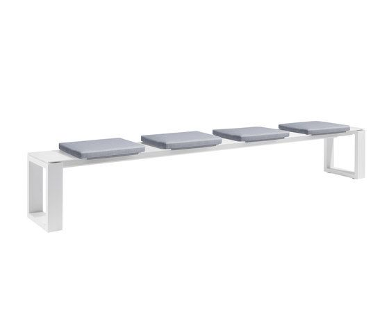 https://res.cloudinary.com/clippings/image/upload/t_big/dpr_auto,f_auto,w_auto/v1/product_bases/fuse-bench-300-cushioned-by-manutti-manutti-clippings-4247842.jpg