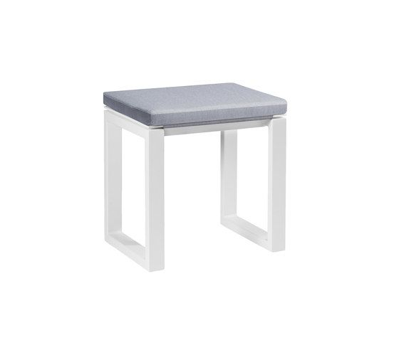 https://res.cloudinary.com/clippings/image/upload/t_big/dpr_auto,f_auto,w_auto/v1/product_bases/fuse-bench-45-cushioned-by-manutti-manutti-clippings-4417982.jpg