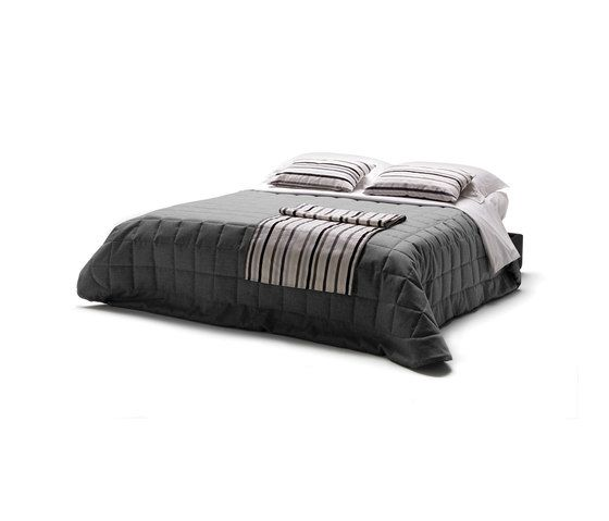 https://res.cloudinary.com/clippings/image/upload/t_big/dpr_auto,f_auto,w_auto/v1/product_bases/garbo-by-milano-bedding-milano-bedding-terri-pecora-clippings-6445902.jpg