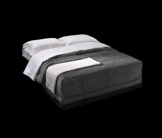 https://res.cloudinary.com/clippings/image/upload/t_big/dpr_auto,f_auto,w_auto/v1/product_bases/gil-by-milano-bedding-milano-bedding-clippings-6432292.jpg