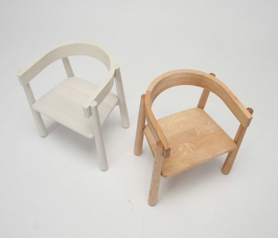 https://res.cloudinary.com/clippings/image/upload/t_big/dpr_auto,f_auto,w_auto/v1/product_bases/homerun-kids-chair-by-karimoku-new-standard-karimoku-new-standard-sylvain-willenz-clippings-7392762.jpg