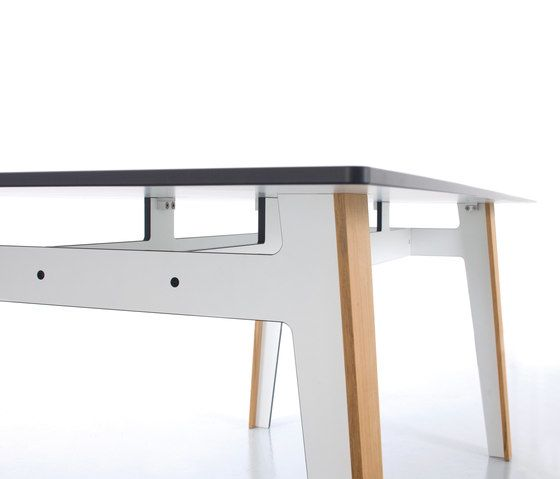 https://res.cloudinary.com/clippings/image/upload/t_big/dpr_auto,f_auto,w_auto/v1/product_bases/jig-square-table-by-conmoto-conmoto-birgit-hoffmann-christoph-kahleyss-maly-hoffmann-kahleyss-peter-maly-clippings-2689882.jpg