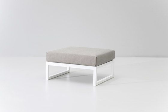 https://res.cloudinary.com/clippings/image/upload/t_big/dpr_auto,f_auto,w_auto/v1/product_bases/landscape-footstool-by-kettal-kettal-clippings-4429792.jpg