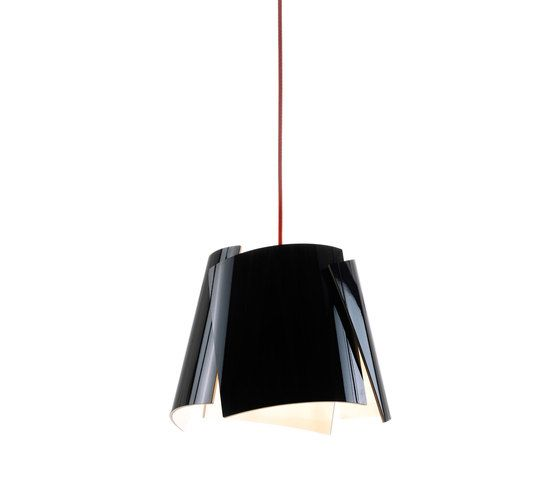 https://res.cloudinary.com/clippings/image/upload/t_big/dpr_auto,f_auto,w_auto/v1/product_bases/leaf-28-pendant-black-green-cable-by-bsweden-bsweden-marit-stigsdotter-staffan-lind-clippings-4137922.jpg