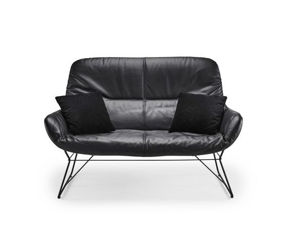 https://res.cloudinary.com/clippings/image/upload/t_big/dpr_auto,f_auto,w_auto/v1/product_bases/leya-lounge-couch-by-freifrau-sitzmobelmanufaktur-freifrau-sitzmobelmanufaktur-birgit-hoffmann-christoph-kahleyss-clippings-7844062.jpg