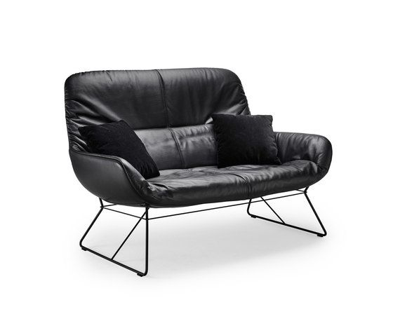 https://res.cloudinary.com/clippings/image/upload/t_big/dpr_auto,f_auto,w_auto/v1/product_bases/leya-lounge-couch-by-freifrau-sitzmobelmanufaktur-freifrau-sitzmobelmanufaktur-birgit-hoffmann-christoph-kahleyss-clippings-7844262.jpg